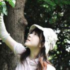 村松 亜希子 / インタープリター 『きのみ くさのみ はっぱっぱ♪』 【内容】お花のにおい、木漏れ日の きらめき。 そこにつどう、 小 さな生きものたちもみつかる かもね♪アトリエのお庭と室 内で、五感をつかって、から だをつかって、自然あそびを 楽しみましょう!