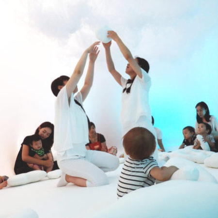 【講師】ダリア・アチン・セランダー(DALIJA AĆIN THELANDER)【テーマ】『BABY SPACE in JAPAN』【プロフィール】2009年、『Book of Wandering, TIBA』国際児童演劇フェスティバル・児童演劇の新しい傾向に対する特別賞(ベオグラード)。2011年、『Book of Wandering MESS』児童劇フェスティバル優秀作品銀ローレル・レス賞(サラエボ、ボスニア)、児童劇フェスティバル観客賞(サラエボ、ボスニア)。2012年に、Certain very important matters「とても大切なこと」が、ベイビーのためのパフォーマンスMESS児童劇フェスティバル観客賞 (サラエボ、ボスニア)。 『ベイビースペース』をはじめとする多くの乳幼児向け作品の振付を担当としている。