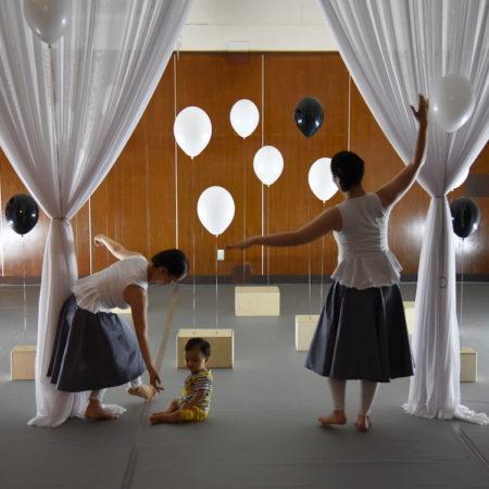 【講師】アリツィア・ルブツァック/3歳までの子どもたちのための舞台芸術分野を専門とする、演出家、劇場教育学、キュレーターバーバラ・マレッカ/演劇学者、プロデューサー【内容】今、世界で注目を集めている乳幼児のための演劇。昨年の『Baby Space』in Japanに続き、今年はポーランドと日本で共同製作する作品をお楽しみください。